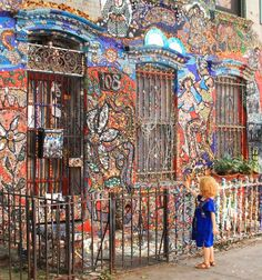 Brooklyn artist Susan Gardner began gluing bits of jewelry, mirror, and beads to her outside brownstone walls Neighbors and visitors are known to leave broken dishes or jewelry to be added to the mosaic. 108 Wyckoff Street