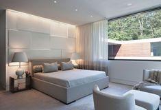 schlafzimmer ideen einrichten hell grau wand deko paneele beleuchtung