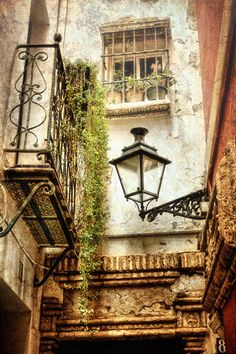 I stayed at the Jewish settlement - latern, window, balcony, house, romantic! Till now the Spanish interior inspired my own home decor