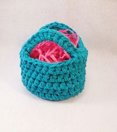Awesome FREE mini Easter basket pattern from EatPrayYarn!!