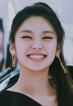 South Korean Girls, Korean Girl Groups, Jimin Funny Face, Eye Smile, Aesthetic Girl, K Idols, Pop Group, Aesthetic Pictures, Kpop Girls