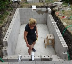How to build walls for a swimming pool - DIY with Nicole Building A Swimming Pool, Swimming Pool Construction, Natural Swimming Pools, Swimming Pools Backyard, Swimming Pool Designs, Pool Landscaping, Backyard Pool Designs, Small Backyard Pools, Small Pools