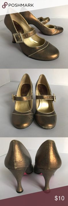 Kenzie bronze heels with buckle and strap Kenzie purple bronze heels with buckle and strap. Comfortable shorter heel. Some scuffing and wear, but still in good shape. kenzie Shoes Heels