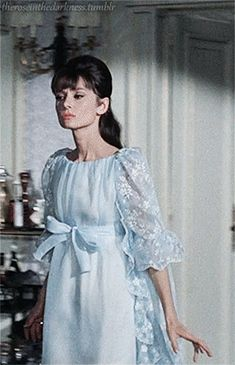 Getting to know a vintage soul. Audrey Hepburn Old, Audrey Hepburn Pictures, 50s Inspired Fashion, Old Hollywood Actresses, Vintage Lace, Vintage Soul, Vintage Princess, Romantic Lace, Vintage Hollywood