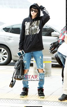 140829 Chanyeol | Incheon Airport to Guangzhou Airport ;;i personally like EXO's airport style -fashion -clothing or whatever i loved what they wore when hey went to the Philippines especially what baekhyun and chanyeol wore love it