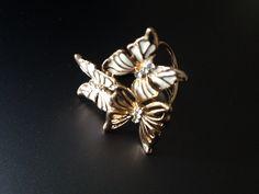 Luxusny sperk v podobe prstena na hodvabne satky a saly. Www.luxusne-doplnky.eu Brooch, Jewelry, Self, Jewlery, Jewerly, Brooches, Schmuck, Jewels, Jewelery