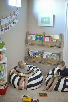 un libro y su rincón para leer http://www.baballa.com/2013/12/un-libro-y-su-rincon-para-leer.html
