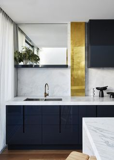 Latest Kitchen Trends 2018 Awesome top Kitchen Trends for 2018 Realestate Navy Kitchen, Kitchen Tops, Kitchen Colors, Kitchen Ideas, Kitchen Decor, Kitchen Faucets, Open Kitchen, Kitchen Pantry, Kitchen Layout
