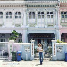 GW直前エルガール キュレーターの行ってよかったとっておきディスティネーション まるで絵本のような可愛いお家が立ち並ぶシンガポールのカトン地区クーンセンロード伝統的なプラナカン建築が多く残っていますMIDORI フランスパリのマレ地区は最先端のおしゃれショップが集う場所掘り出し物が見つかる古着屋をはじめお土産探しにぴったりの雑貨屋ブティックがたくさんあっていつも賑わっています外観が可愛いお店が多いから歩いているだけでも楽しいKARAN 街のどこを切り取っても可愛いフォトジェニックなイタリアのヴェネツィアジェラートやフルーツを食べながら散歩するだけで非日常感を存分に味わえます観光客は多いけれど日本人は意外と少ないところも魅力的 TOMOKO タイバンコクから車で2時間のリゾート地ホワヒンは穴場なので人があまり多くないのがうれしい マッサージやナイトマーケットなど楽しいスポットも充実美しい白浜のビーチサイドが忘れられないMAMI…