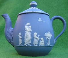 Wedgwood tea for one teapot c.1785. White basrelief scenes of Lady Templeton on a light blue background. height 11 cm, diam. 8 cm.