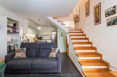 Primeiro piso e escadas de acesso aos quartos