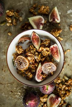 Pumpkin Fig Coconut Granola (cut way back on sugar) Savory Breakfast, Breakfast Time, Healthy Breakfast Recipes, Healthy Recipes, Brunch Recipes, Healthy Food, Gluten Free Granola, Vegan Gluten Free, Best Greek Food