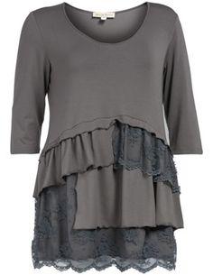 Shirt mit Spitzenvolants in Grau designed von Isolde Roth in der Kategorie Shirts bei navabi.de