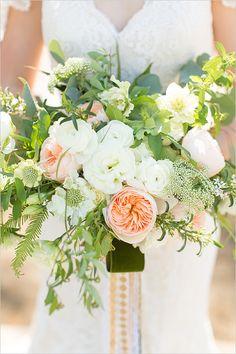 big bloom peach and white bouquet @weddingchicks