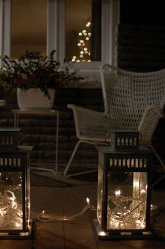 String lights for outdoor decoration, beautiful ideas and inspiration. Outdoor Chairs, Outdoor Furniture, Outdoor Decor, Elle Decor, String Lights, Lanterns, Diy And Crafts, Mint, House Styles