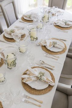 Setting the Table for Fall - Fashionable Hostess Lunch Table Settings, Table Place Settings, Setting Table, Thanksgiving Dinner Plates, Fashionable Hostess, Table Set Up, Glass Dining Table, Fall Table, Holiday Tables