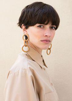 Crop—Paloma Wool Olympus Wooden Ring Earrings – The Frankie Shop Pixie Hairstyles, Pixie Haircut, Cool Hairstyles, Pelo Guay, Hair Inspo, Hair Inspiration, New Hair, Your Hair, Grunge Hair