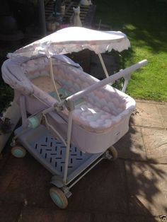 Maclaren Superdreamer carrycot/pushchair Transport for my first two babies, happy memories :) Baby Doll Strollers, Baby Jogger Stroller, Pram Stroller, Best Prams, Baby Transport, Vintage Pram, Prams And Pushchairs, Dolls Prams, Baby Buggy