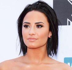 Demi lovato she looks gorgeous Short Hair Cuts For Women, Girl Short Hair, Hair Styles 2016, Short Hair Styles, Bruna Bruce, Pelo Midi, Demi Lovato Makeup, Demi Lovato Body, Best Short Haircuts