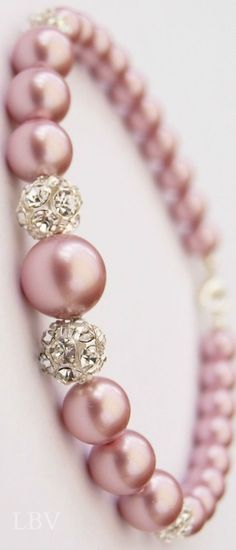 Jewelry Diamond : Step away from classic white pearls and give these beautiful pink pearls a try! - Buy Me Diamond Pearl Jewelry, Diy Jewelry, Jewelry Box, Jewelery, Jewelry Accessories, Jewelry Making, Pearl Bracelets, Pearl Necklaces, Jewelry Bracelets