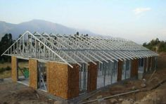 Maestro Tabiqueria Bulcometal, Metalcom 2014-09-26 Economicos de El Mercurio Steel Frame, Container, Roof Structure, Prefab Houses, Log Houses, Ceiling, Home Layouts, Steel Buildings, Steel Frame Homes