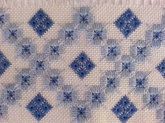 L Bargello Needlepoint, Needlepoint Stitches, Needlework, Hardanger Embroidery, Hand Embroidery, Embroidery Designs, Palestinian Embroidery, Embroidered Towels, Drawn Thread