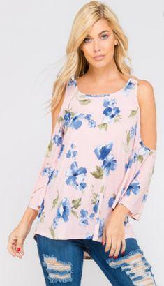 Open shoulder, bell sleeve top 95% Polyester 5% Spandex Marina Laswick, Blonde Beauty, Sexy Dresses, Nice Dresses, Floral Dresses, Beauty Women, Spring Summer Fashion, Cavalier, Cheryl