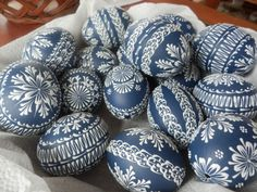 Egg Crafts, Easter Crafts, Arts And Crafts, Polish Easter, Easter Egg Pattern, Easter Egg Designs, Egg Art, Egg Decorating, Spring Crafts