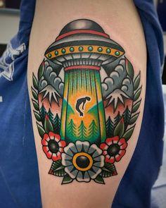 Traditional Tattoo Ufo, Traditional Tattoo Stencils, American Traditional Tattoos, Mark Tattoo, Alien Tattoo, Torso Tattoos, Sleeve Tattoos, American Classic Tattoo, Traditional Tattoo Inspiration