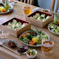 いいね!4,789件、コメント48件 ― *さん(@se_ra0227)のInstagramアカウント: 「* 5/24 * + . . @airio830 . @mokotto_moko . . 昨日は久々の集まり会。  フォカッチャ作ったりシュークリーム作ったり . . お昼ごはんは持ち寄りランチ。…」 Japanese Food Sushi, Japanese Dishes, Food Flatlay, Bento, Food Presentation, Food Plating, Food Photo, Food Dishes, Asian Recipes