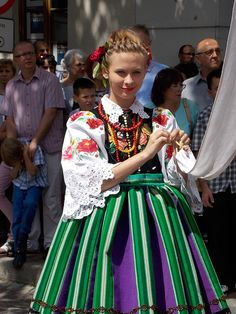 I particularly like this color combination on skirts from Lowicz, Poland. Poland Costume, Polish Clothing, Polish People, Popular Costumes, Polish Folk Art, Romantic Outfit, Folk Embroidery, Character Costumes, Folk Costume