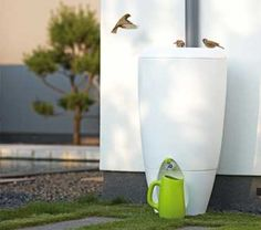 Rain barrel/ rain water collection - perfect for a small space and modern garden. Water Collection System, Diy Jardin, Rainwater Harvesting System, Water From Air, Bunk Bed Designs, Water Storage, Garden Inspiration, Organic Gardening, Outdoor Gardens