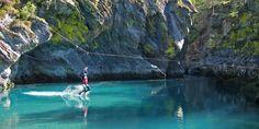 Velkommen til Valldal Naturopplevingar. Vi tilbyr friluftsaktiviteter i storslått natur både vår, sommer og høst. Prøv rafting, juving, klatring og kajakk.