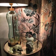 Unglaublichen Showroom in Berlin von Newman Interior Design Restaurant Design, Berlin, Mason Jar Lamp, Showroom, Branding Design, Table Lamp, Modern, Inspiration, Interior Design