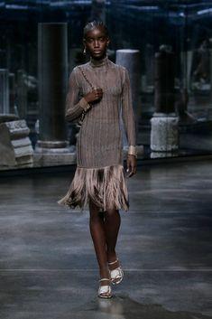 Fendi Fall 2021 Ready-to-Wear Collection - Vogue Fashion Week, Paris Fashion, Runway Fashion, Fashion Show, Fashion Design, Fashion Trends, Fashion Inspiration, Luxury Fashion, Women's Fashion