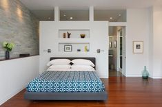 Get some lovely mid-century bedroom-design ideas from this round up! - Home Design Closet Behind Bed, Wall Behind Bed, Bedroom Wall Decor Above Bed, Bedroom Divider, Closet Bedroom, Dream Bedroom, Bedroom Decor, Master Bedroom, Master Suite