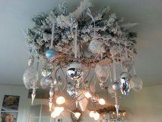 kerstkrans aan plafond