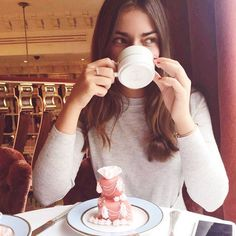 Weren't able to attend an invitation to visit Ladurée Harrods to preview the new patisserie chef Claire Heitzler's Spring/Summer creations, but sent TIG contributor Victoria @vberezhna in our place -- read about her visit at TIG today, thisisglamorous.com or link in profile xo ☕️