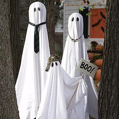 Homemade Halloween crafts: Haunted Garden Ghost Family.
