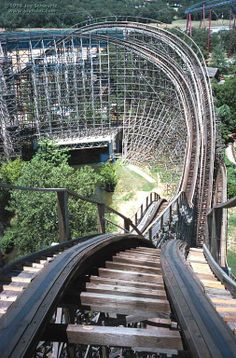 The Texas Giant. Six Flags Over Texas.  a most amazing wooden roller coaster!  *the original one opened in 1990.  there is a new, revamped hybrid coaster now. ---   http://tipsalud.com   -----