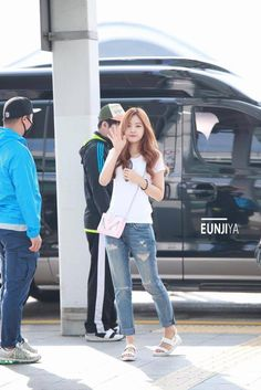 White Plain Tee with Pink Body Bag Fashion of A Pink Naeun