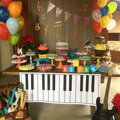 Music party decorations kids 47 Ideas for 2019 1st Birthday Boy Themes, Music Theme Birthday, Music Themed Parties, Boy Birthday Parties, Magic Birthday, Birthday Kids, Music Party Decorations, Birthday Party Decorations, Festa Rock Roll