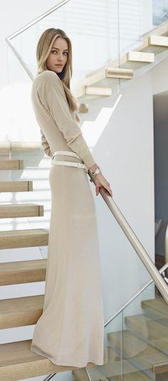 Glamour jet set signé Ralph Lauren Black Label pour femmes : cette maxi robe en soie est d'une élégance nonchalante, que vous montiez dans un avion pour St Barth, ou que vous profitiez simplement du printemps