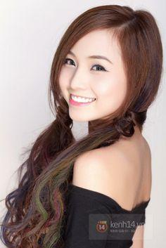 Tự tin khoe cá tính cùng mái tóc nhuộm màu không bị phai. Chi tiết: http://revitalashvietnam.com/thong-tin-revitalash/lam-the-nao-de-toc-nhuom-khong-bi-nhat-mau.html