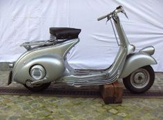 Original vintage Vespa scooters and accessories delivered straight to your home for no extra charge. Retro scooters with all inclusive service. Vespa Retro, Retro Scooter, Vintage Vespa, Vespa Scooters For Sale, Vespa Lambretta, Touring, Vehicles, Postwar, Motorcycles