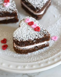 Celebrate this Valentine's Day with one of these heart-shaped, rich and fudgy brownie sandwiches filled with velvety strawberry mousse. and chocolate! Valentines Baking, Valentines Day Chocolates, Valentines Day Desserts, Valentine Party, Yummy Treats, Delicious Desserts, Sweet Treats, Dessert Recipes, Delicious Chocolate