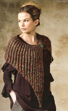 Un chauffe épaules Knitted Cape, Knitted Shawls, Crochet Shawl, Crochet Yarn, Crochet Stitches, Christmas Knitting Patterns, Knit Patterns, Crochet Clothes, Diy Clothes