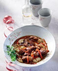 Το έπος του μεζέ: Για «τσιπουροκατανύξεις» που θα αφήσουν εποχή - www.olivemagazine.gr Japchae, Finger Foods, Food Porn, Beef, Fish, Cooking, Ethnic Recipes, Side Dishes, Meat