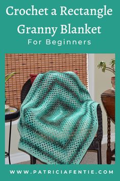 This blanket pattern uses the traditional granny square stitch, but it is worked in the shape of a rectangle, rather than a square. Motifs Granny Square, Granny Square Pattern Free, Easy Granny Square, Crochet Granny Square Afghan, Square Patterns, Granny Granny, Granny Squares, Crochet Cushions, Crochet Pillow