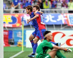 [ J1:第12節 F東京 vs 鳥栖 ] 54分から途中出場した渡邉千真(写真)は75分、81分に立て続けにゴールを奪い試合を振り出しに戻すと、88分には値千金の決勝ゴール!渡邉のハットトリックの活躍で2点差を跳ね返したF東京が連勝を3に伸ばした。  2012年5月20日(日):味の素スタジアム